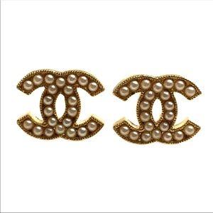 Beautifully textured gold pearl stud earrings